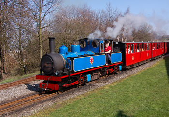 Kirklees Light Railway - Train leaving station
